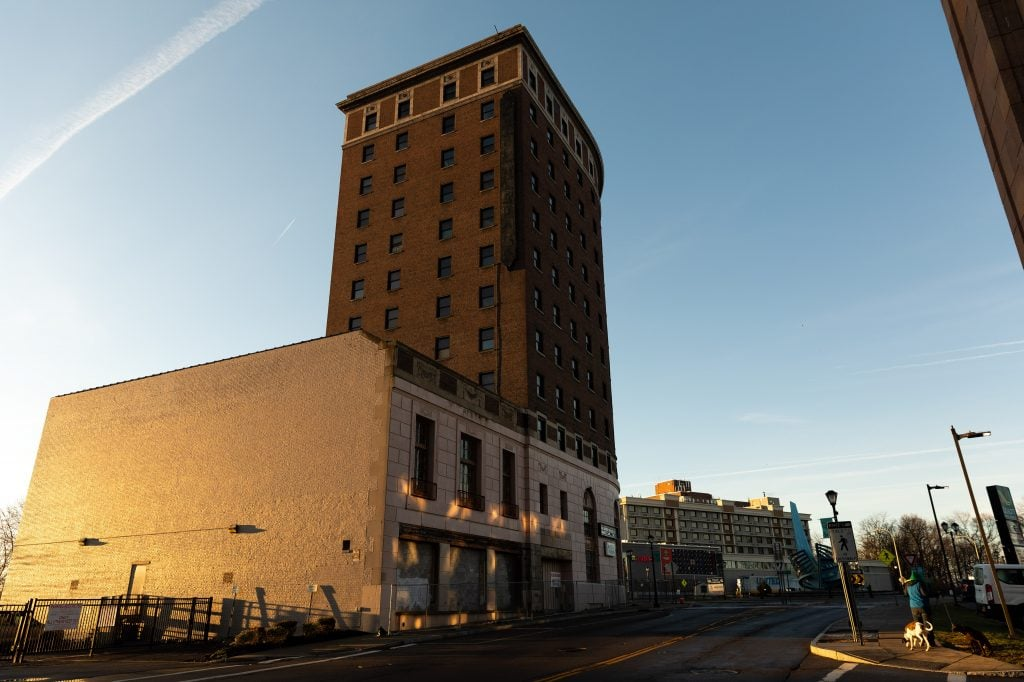 The Grand Hotel Niagara, built between 1923 and 1925, closed for renovations in 2007 that never took place. Since then the hotel's ownership has changed hands many times and it remains abandoned.