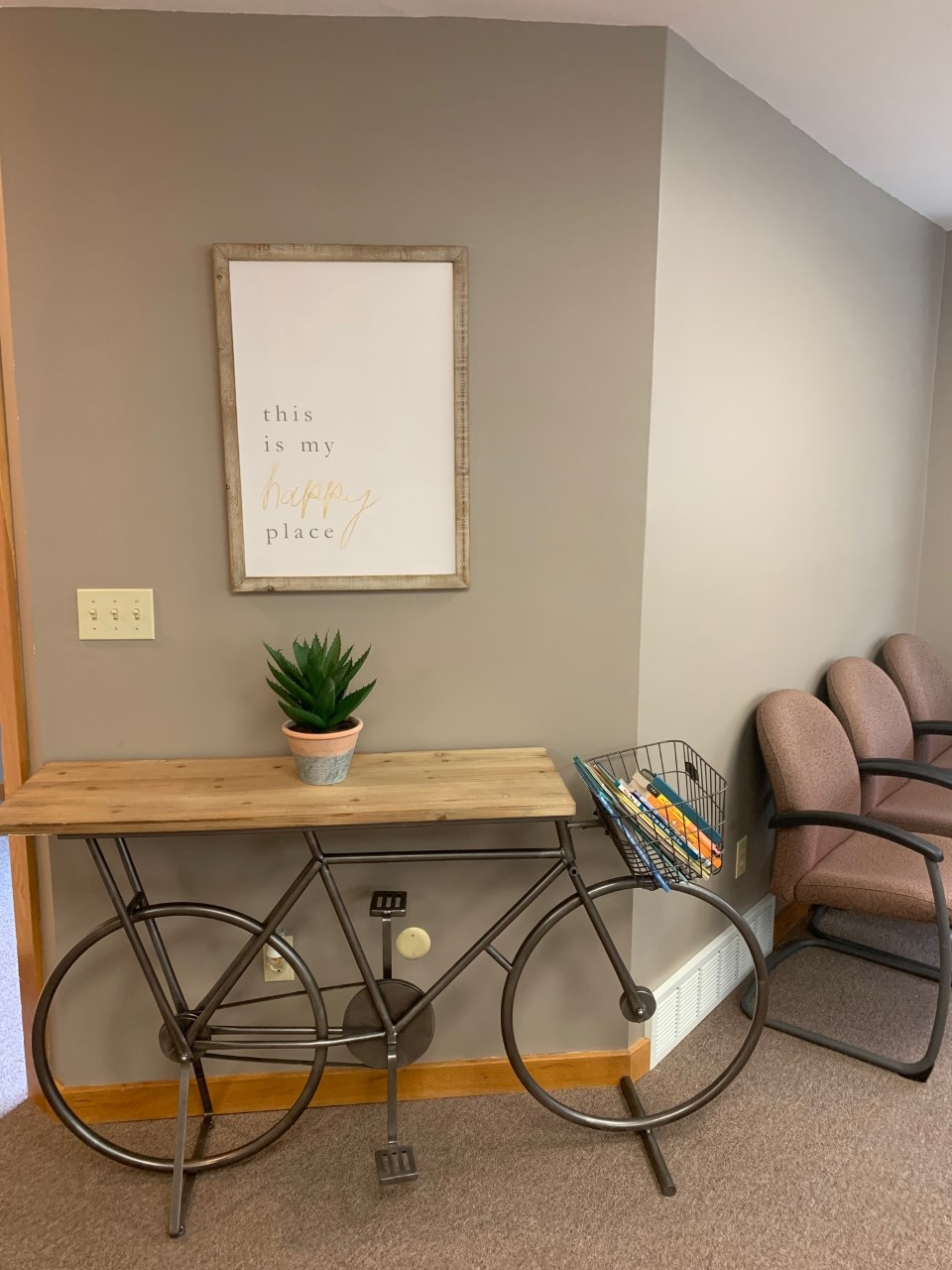 Fola Lasisi opens a health care practice where she hopes patients will feel is a safe place to work toward a healthy way of thinking.