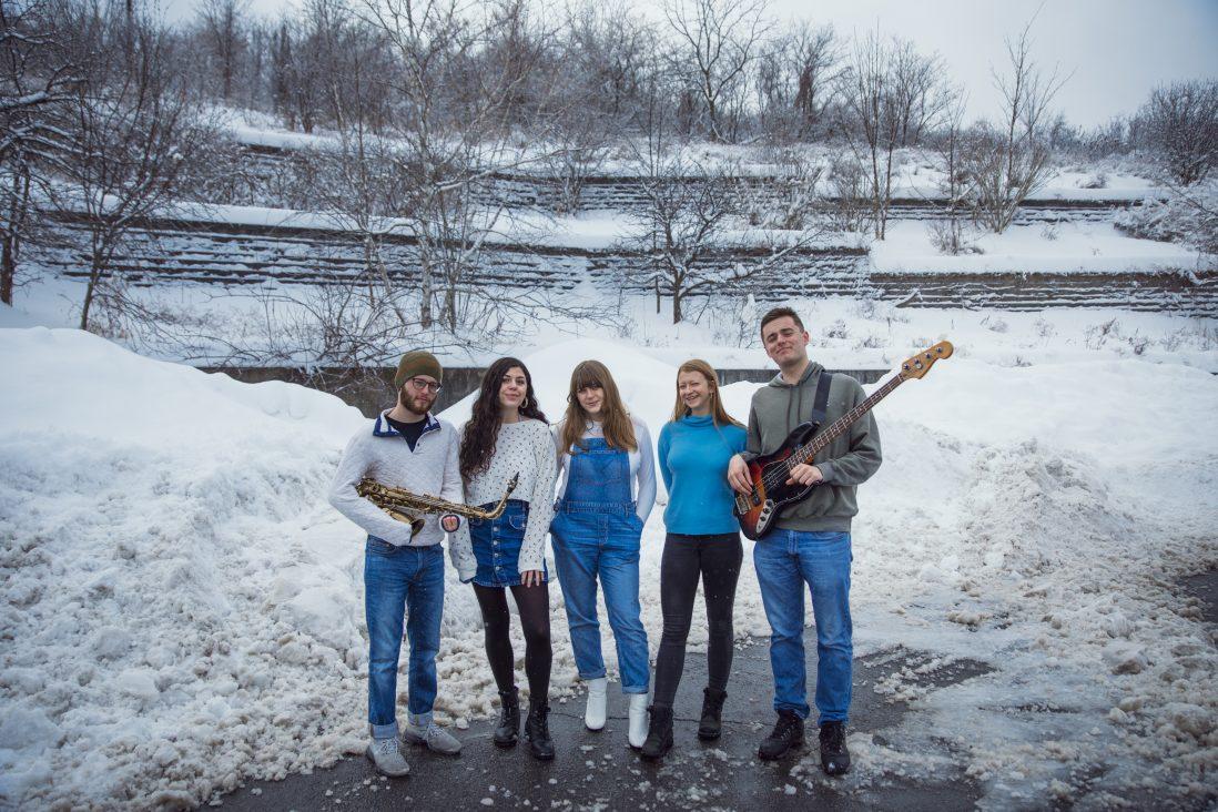 Sarah Gross and her band (From Left to Right) Nick Peta, Gillian Pelkonen, Sarah Gross, Lauren Goodyear, Mitchell Taylor