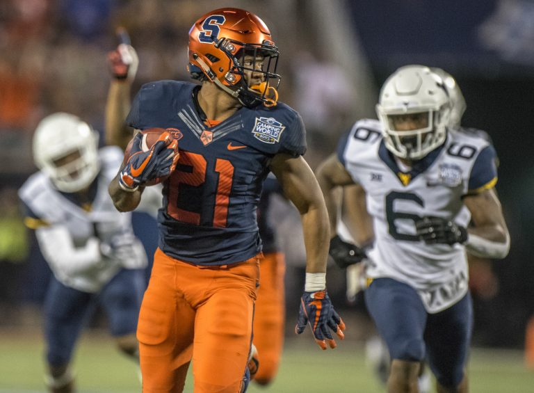 The Syracuse Orange defeat the West Virginia Mountaineers 34-18.