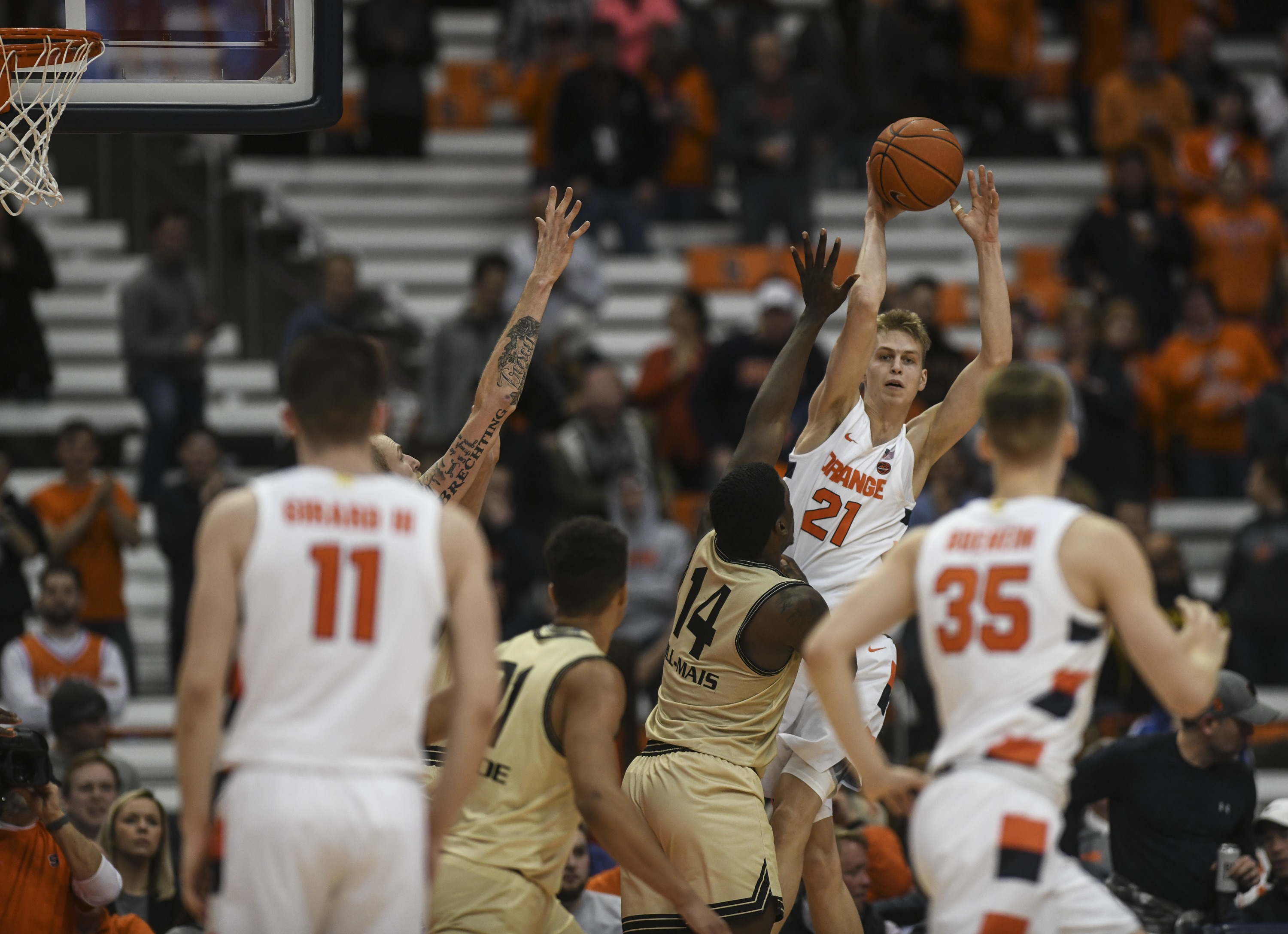 Syracuse Basketball vs. Oakland - Marek Dolezaj passes the ball back to Buddy Boeheim