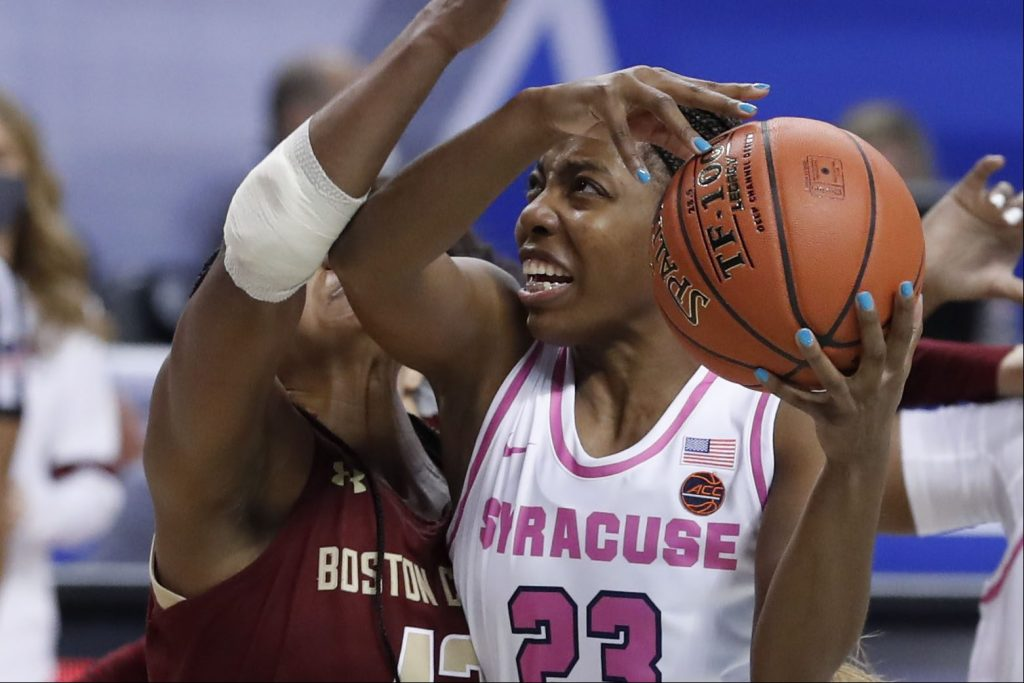 Syracuse guard Kiara Lewis (23) cuts to the basket.