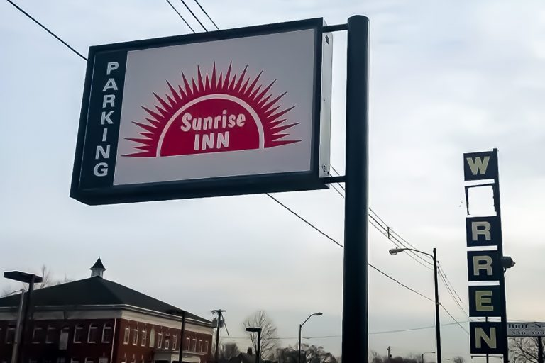 Sunrise Inn in Warren, Ohio