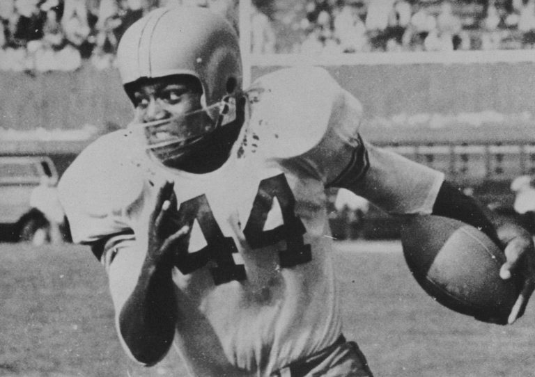 Jim Brown playing football for SU with the famous #44 jersey.
