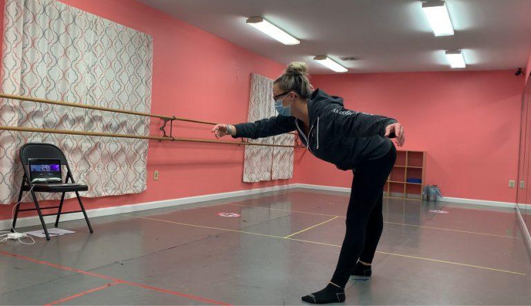 Julia Grygon teaches a dance class on ZOOM.