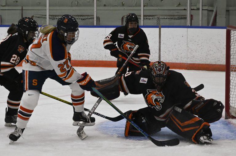 Wome's Hockey